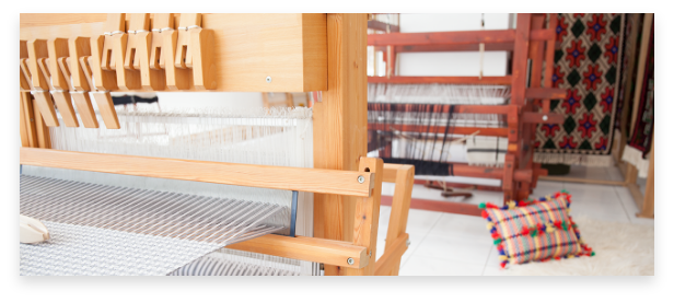 handmade textiles, the threads and the looms of the workshop