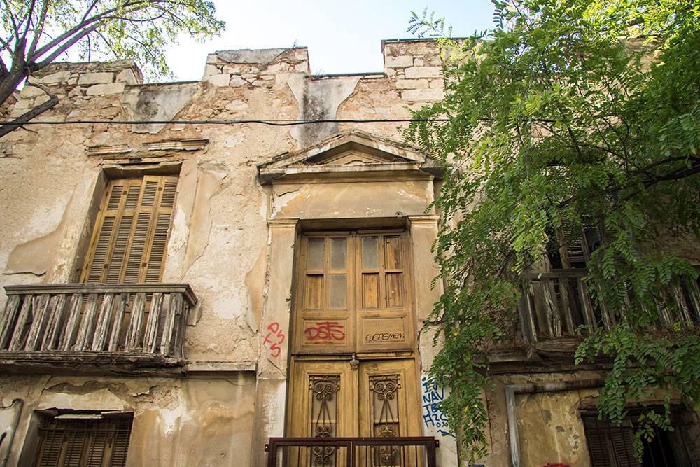 Kallisperi's residence side view